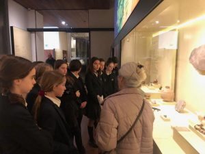 1ST STUDENTS ARE VISITING THE MAN MUSEUM Colegio Privado